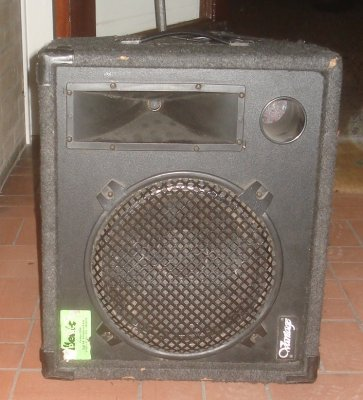 3 floormonitors + Peavey amplifier